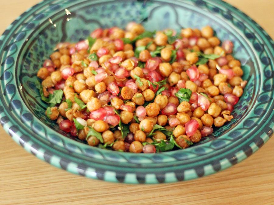 Geroosterde kikkererwten met granaatappel en verse koriander
