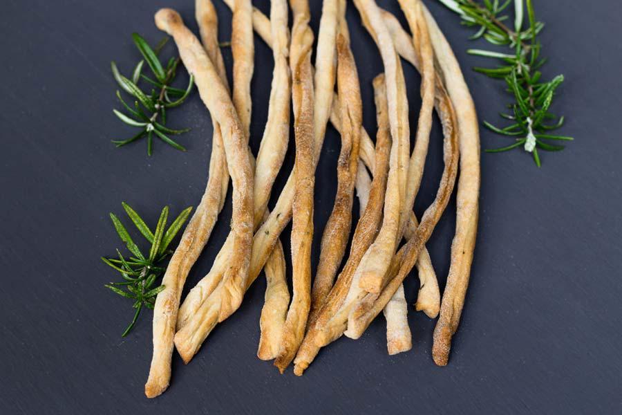 Grissini (Italiaanse broodstengels) - La Cucina